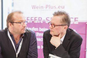 Si vede nella foto Marcus Hofschuster il capo-degustatore e Utz Graafmann titolare di Wein-Plus (Foto: Axel Gross)
