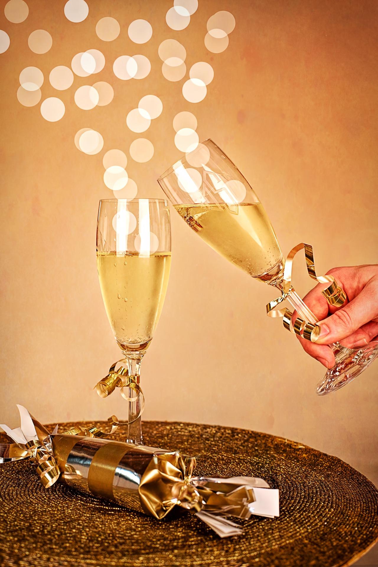 Cin cin e buon anno da Wein-Plus - la guida dei vini eccellenti.