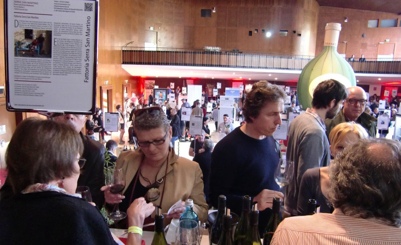 Wein-Plus con il suo marketing per eventi vi aiuto avere sempre interessati al vostro stand