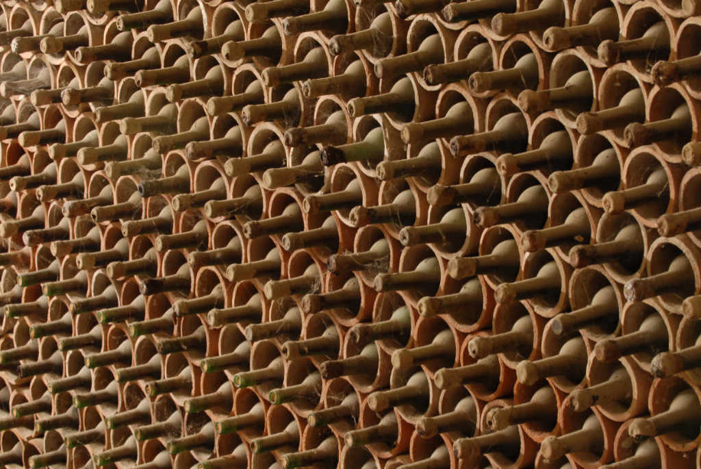 Bottiglie a maturare nella cantina della Fattoria di Grignano a Pontassieve. Foto per l'articolo Best of Chianti 2018