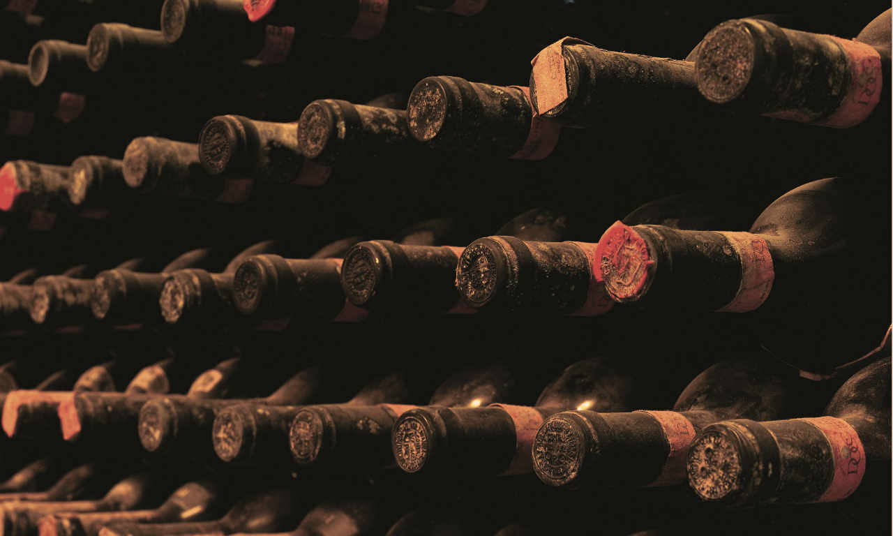 Le vecchie bottiglie a maturare nelle cantine di Montalcino, come lo ha fatto anche il Brunello 2013. Foto: Consorzio Brunello per l'articolo in Wein-Plus
