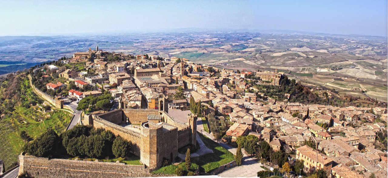 Panorama della città di Montalcino, dove nasce anche il Brunello 2013. Foto: Consorzio Brunello per l'articolo in Wein-Plus