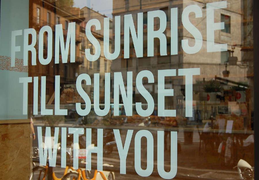 Drom sunrise till sunset with you - questo lo slogan della piattaforma del vino wein.plus. Lo puoi consulatre giorbo e notte.
