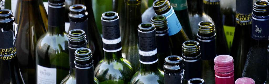 Il meglio dell'Italia 2019 – Wein-Plus. Foto di tante bottiglie vuote, dopo aver degustato il vino. Foto: Pixabay.