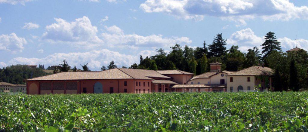 La cantina di Cleto Chiarli a Castelvetro in Emilia Romagna, luogo da dove viene un vino per il pacco degustazione vini primavera 2019 die Wein-Plus
